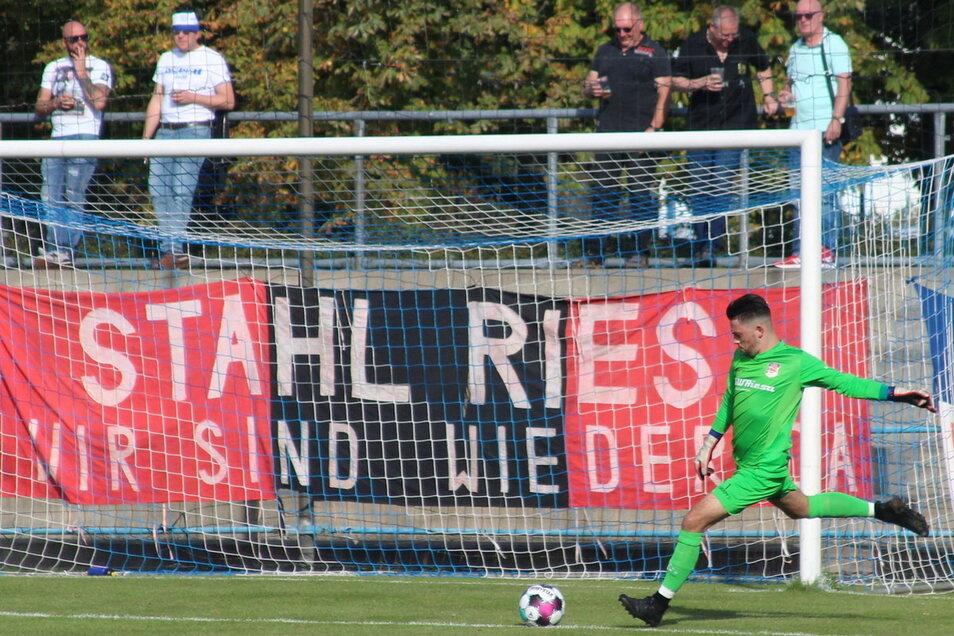 Das Spiel von Stahl Riesa gegen Wilsdruff in der Fußball-Landesliga muss ausfallen. Mehrere positive Corona-Fälle im Team sind der Grund.