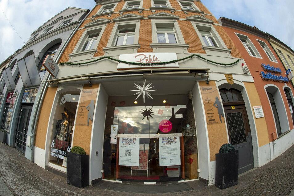 Auch das Großenhainer Modehaus Rühle am Frauenmarkt ist natürlich von der momentanen Schließung der Läden betroffen.