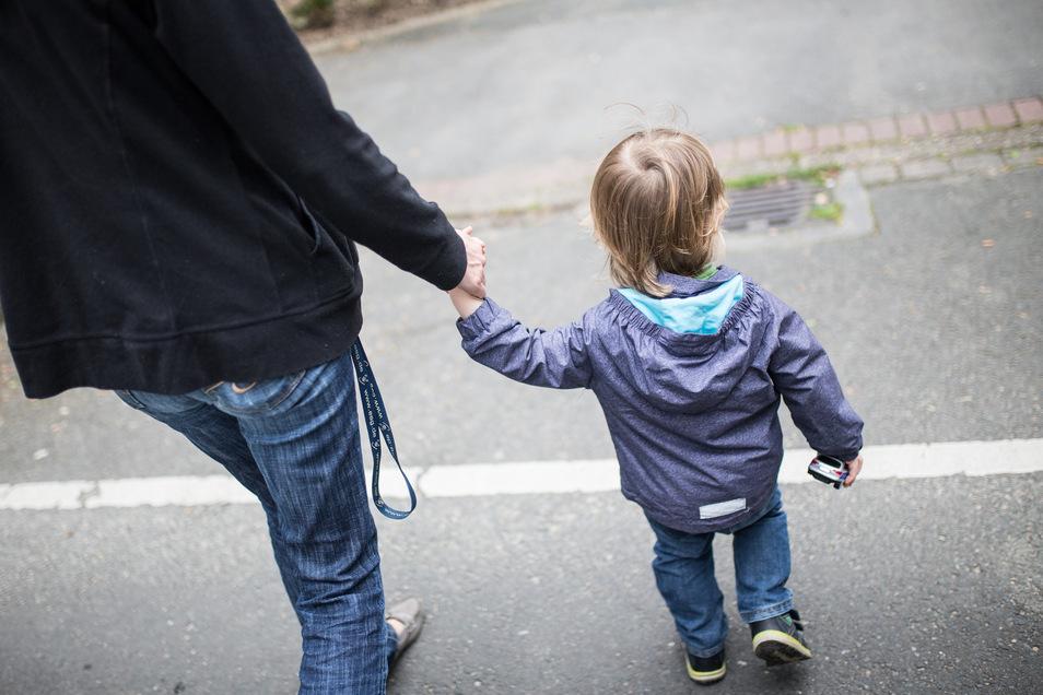Corona wird zurzeit von manchen Elternteilen als Vorwand missbraucht, um ungewollte Begegnungen zu unterbinden.