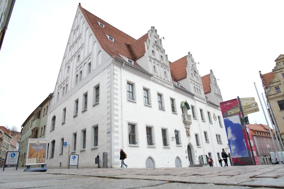 Im Großen Ratssaal des historischen Rathauses am Markt 1 kommen die Stadträte am Mittwoch zu ihrer 10. Sitzung zusammen.
