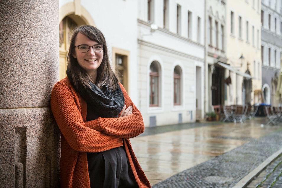 Pia Hanfeld hat nach ihrem Abitur am Görlitzer Joliot-Curie-Gymnasium Forensik studiert und forscht bei Casus zu Cyberkriminalität.