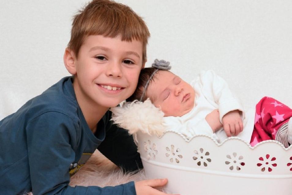 Matilda Simone Geboren am 22. Dezember Geburtsort Kamenz Gewicht 3.305 Gramm Größe 51 Zentimeter Eltern Simone Deus und Ronny Mager Bruder Luca Wohnort Reichenbach