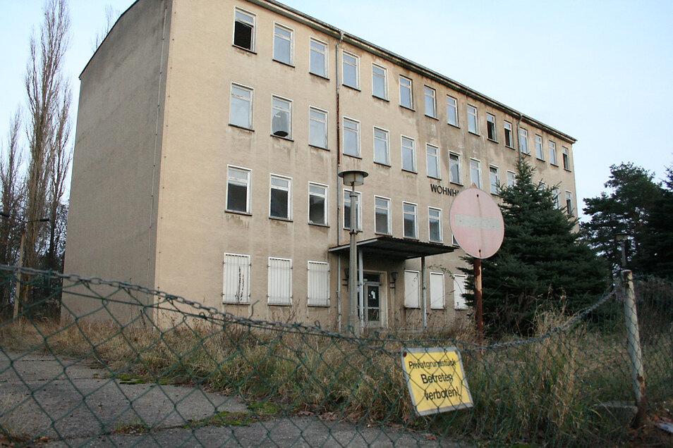 Heruntergekommen, unansehnlich, aber momentan unantastbar: Das ehemalige Lehrlingswohnheim des Lautawerks befindet sich im Privatbesitz.