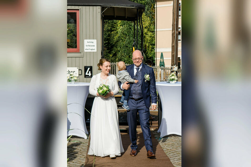 Das sächsisch-fränkische Hochzeitspaar mit ihrem Sohn.
