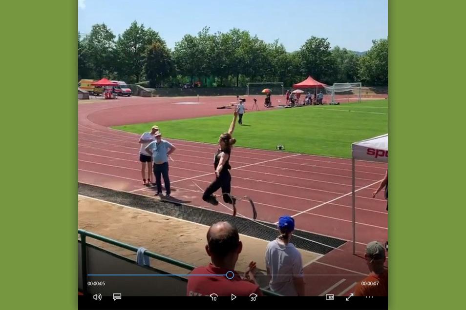 Stelios Malakopoulos schaffte als erster beidseitig oberschenkelamputierter Sportler mit Prothesen in Freital einen Weitsprung über sieben Meter.