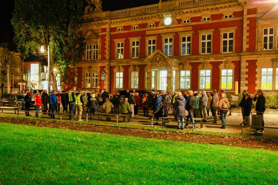 Ein Bild vom November: Immer wieder montags versammeln sich Menschen in Görlitz, um gegen die Corona-Maßnahmen zu demonstrieren - erst auf dem Postplatz, dann auf dem Untermarkt.