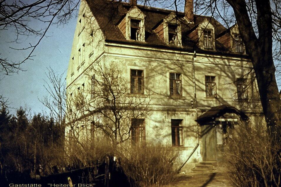 """Bevor Ferienanlage errichtet wurde stand auf dem Gelände bei Radeberg die Gaststätte """"Heiterer Blick"""". Sie wurde abgerissen."""
