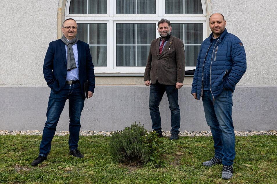 Uwe Jonas (r.) führt jetzt die Fraktion Konservative Mitte im Freitaler Stadtrat an. Thomas Käfer (l.) ist sein Stellvertreter. Neben Jörg Müller (M.) gehört nun auch noch Matthias Koch der Fraktion an.