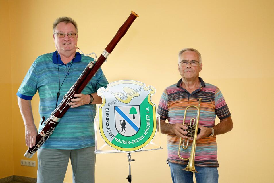 Dieter Mika und Christian Werner verstehen sich prima. Der Mann mit dem Fagott ist der Nachfolger des Trompeters im Wacker-Blasorchester.