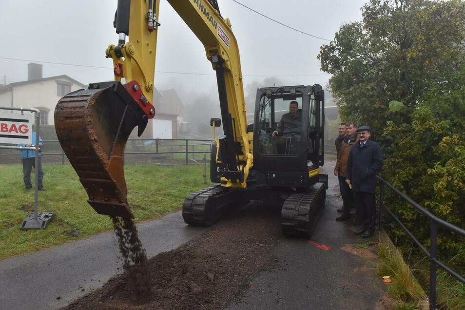 Vor wenigen Tagen haben in Johnsbach die Arbeiten für ein neues Trinkwassernetz begonnen.