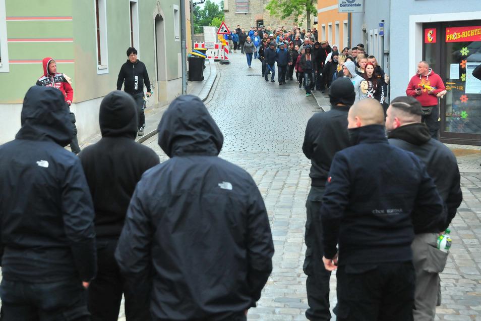 Zum wiederholten Mal fanden sich in Großenhain Menschen zusammen, um gegen die Corona-Beschränkungen zu protestieren.