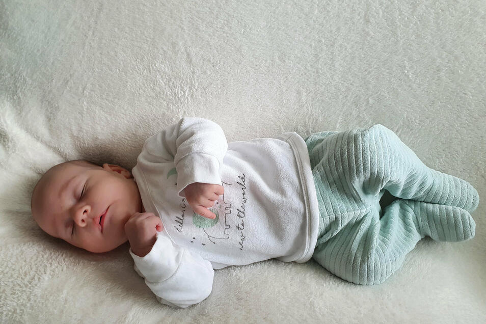 Matteo Geboren am 23. März Geburtsort Hoyerswerda Gewicht 3.385 Gramm Größe 54 Zentimeter Eltern Melanie und Marcel Pitcha Wohnort Hoyerswerda