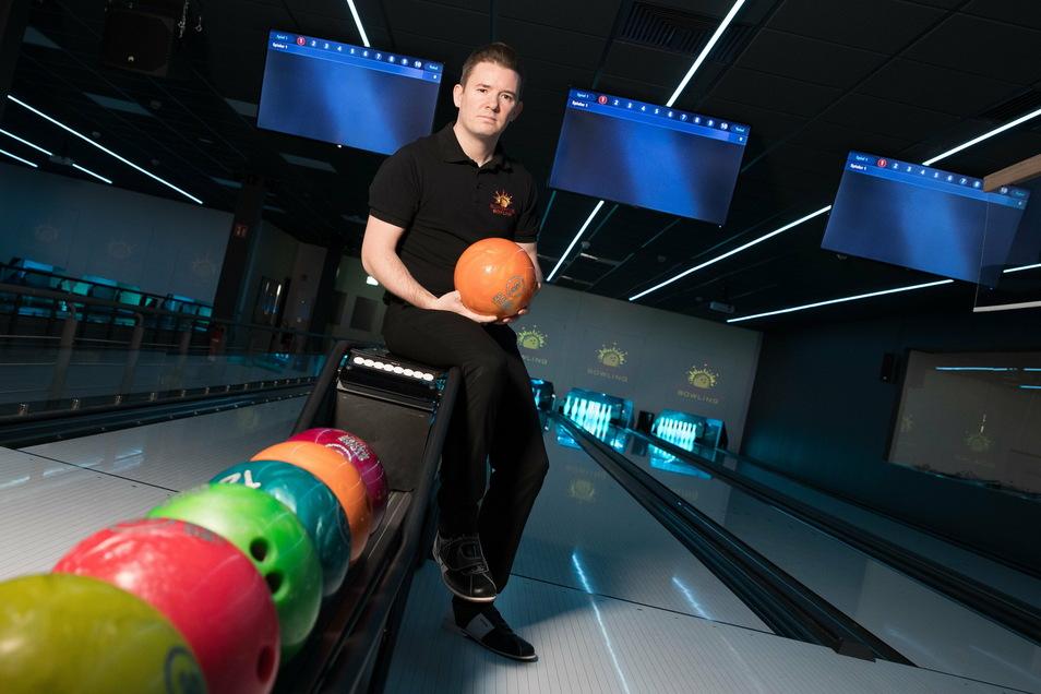 Jens Koser schiebt derzeit eine ruhige Kugel. Sein Bowlingcenter in Pirna muss wegen Covid-19 geschlossen bleiben. Verzagen? Nein, das ist nicht sein Ding.