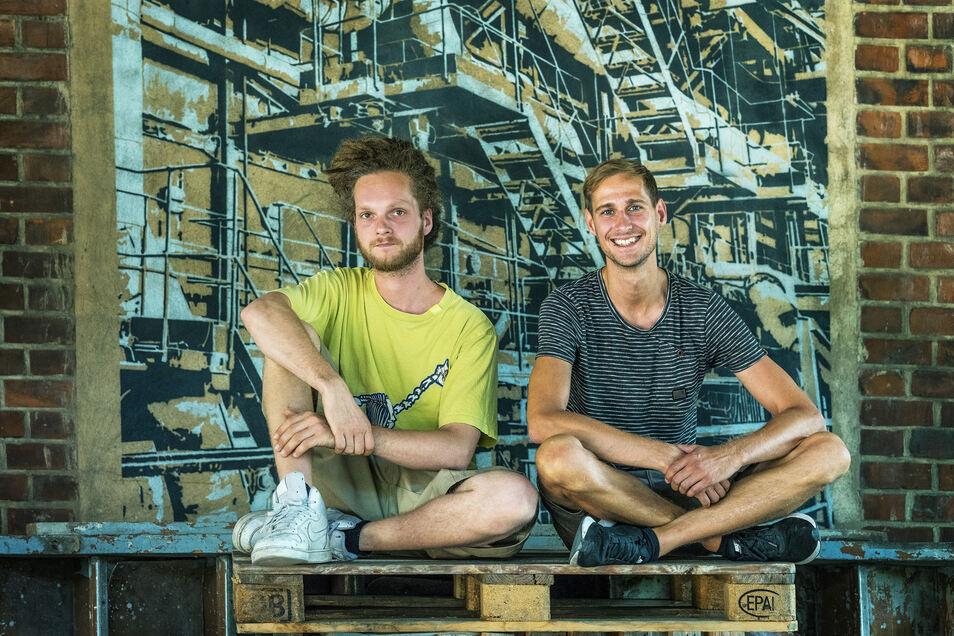 Steven Qual (l.) und Felix Wiegand finden günstige Wege für Güter aller Art.