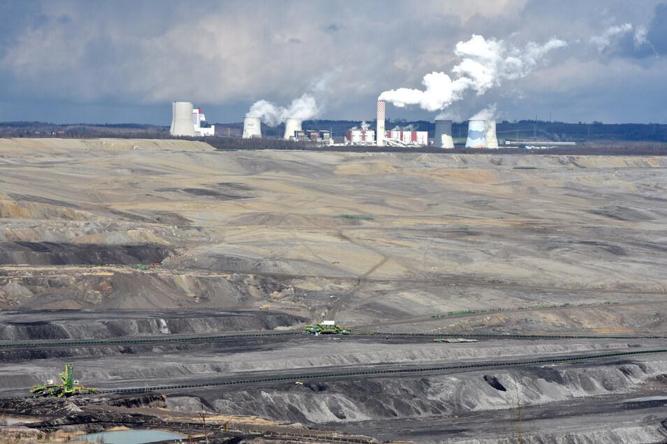 Die Grube und das Kraftwerk in Turow, im Dreiländereck mit Tschechien und Deutschland.