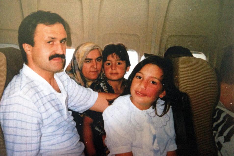 """Enver Simsek mit Frau und Kindern. Sein """"Fehler"""": Er war kein Deutscher. Am 9. September 2000 wurde er deshalb von den Neonazi-Terroristen des NSU ermordet."""
