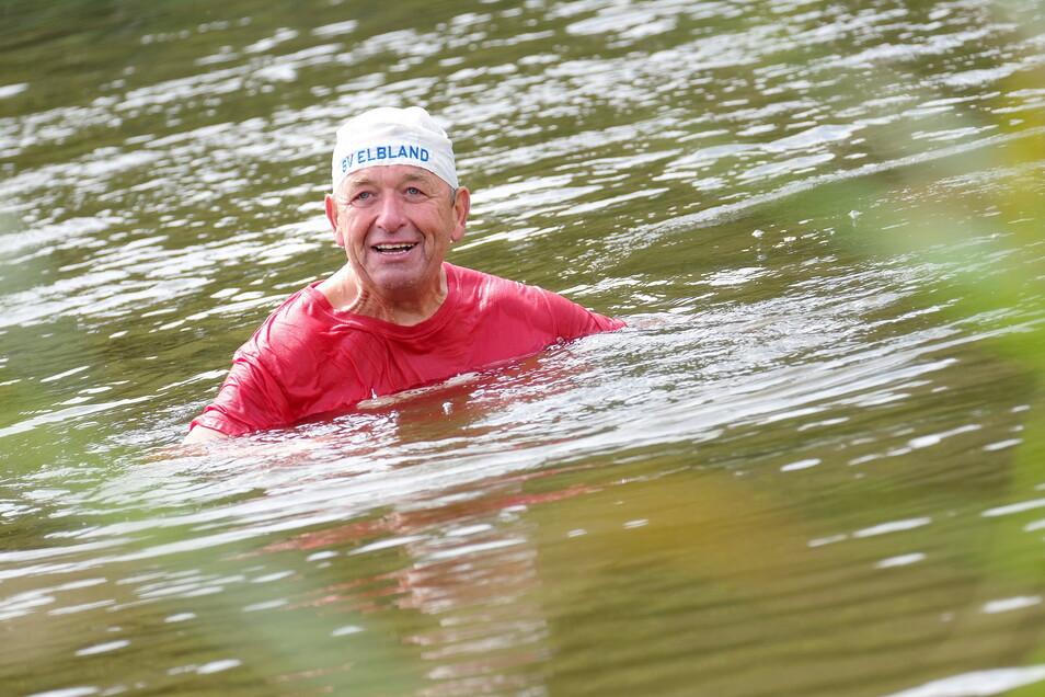 Meistens schwimmt Eberhard Wolf sogar mehrmals täglich in der Elbe.