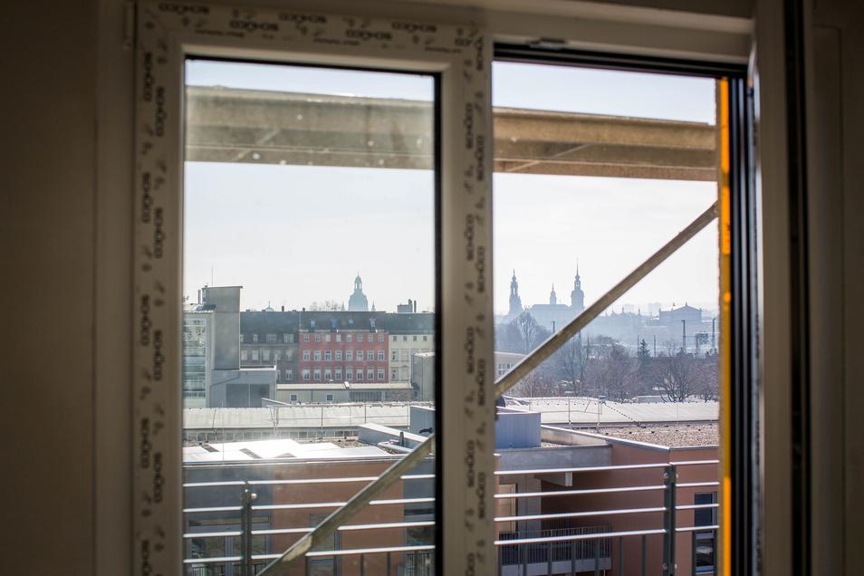 Ein exklusives Wohnzimmer-Panorama: Vom fünften Stock des Hauses F aus sind die Türme der Frauenkirche, des Dresdner Schlosses und der Hofkirche zu sehen.
