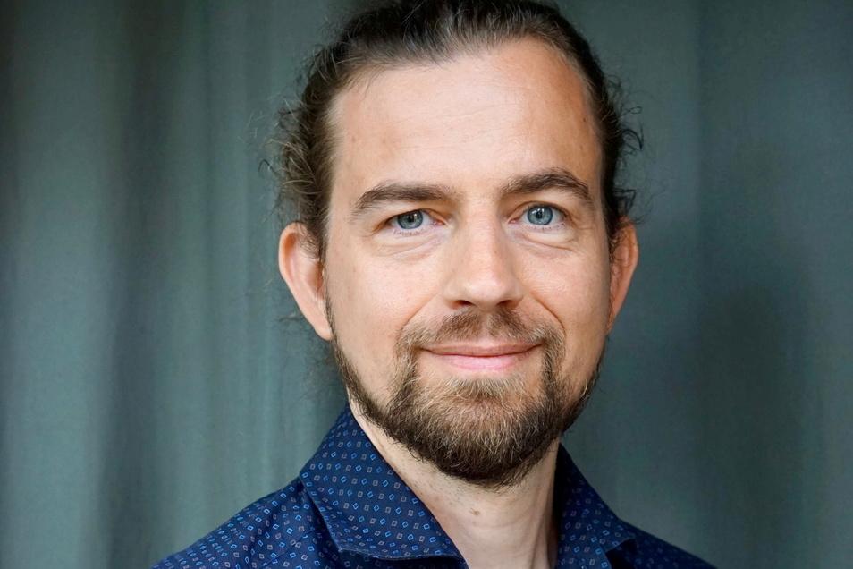 """Jan Oude-Aost ist Facharzt für Kinder- und Jugendpsychiatrie und -psychotherapie in Dresden. Er beschäftigt sich kritisch mit Pseudomedizin. Kürzlich erschien sein Buch """"Faktencheck Impfen""""."""