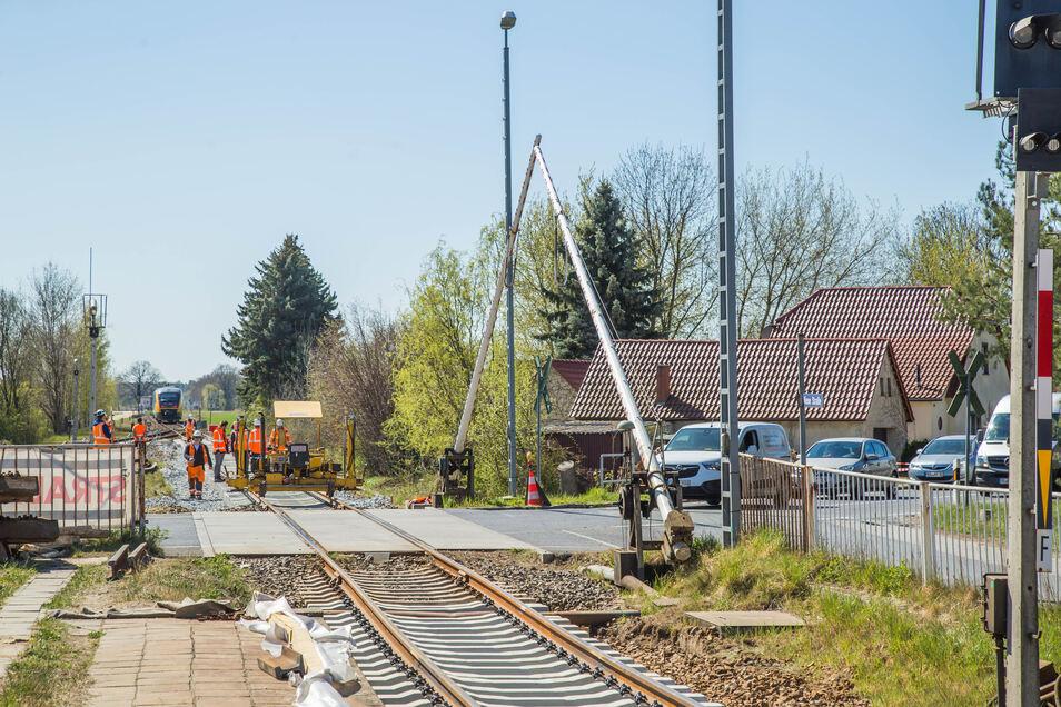 Noch lässt die Bahnidylle in Horka nicht erahnen, dass dort mal Intercity-Züge von Berlin nach Görlitz brausen sollen.