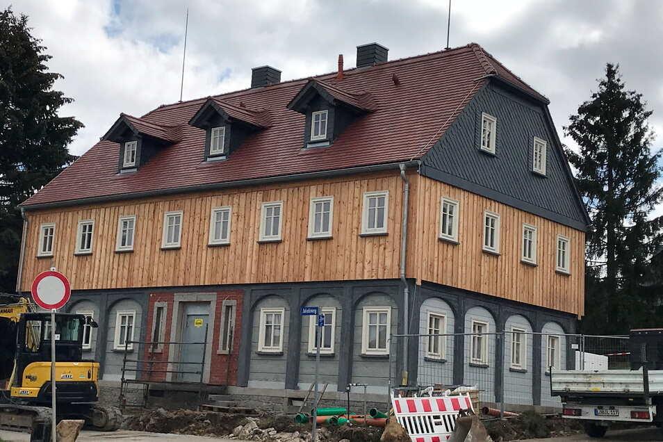Die Sanierung am Jakobiweg 2 in Neugersdorf ist bald abgeschlossen. Neugersdorfer kennen das alte Haus noch als Getränkemarkt.