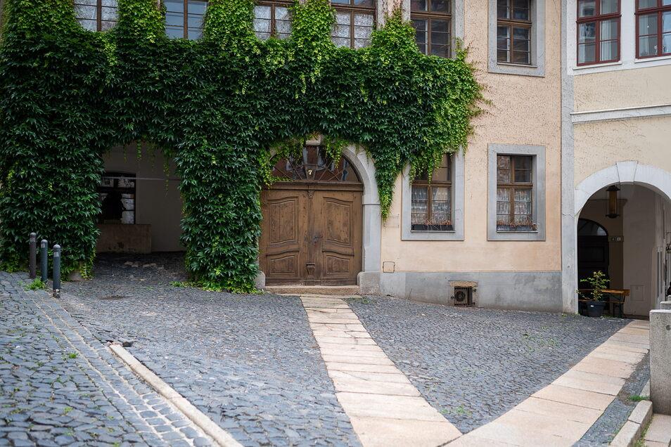 """Die Fläche an der Ecke Hainwald/Neißstraße in Görlitz, wo das Restaurant """"Barbecue"""" eine neue Terrasse baut und dort gegenüber des Restaurants einen Biergarten betreibt."""