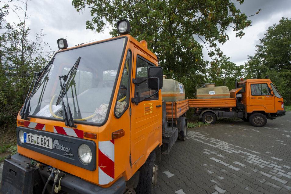 Diese beiden Multicar-Wasserfahrzeuge des Bauhofes haben fertig. Sie werden nun öffentlich versteigert.