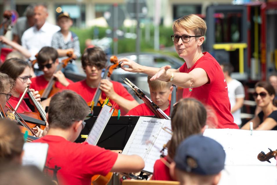 Das Schulorchester des Heinrich-Schütz-Konservatoriums spielte Filmmusik beim offenen Rathaus.