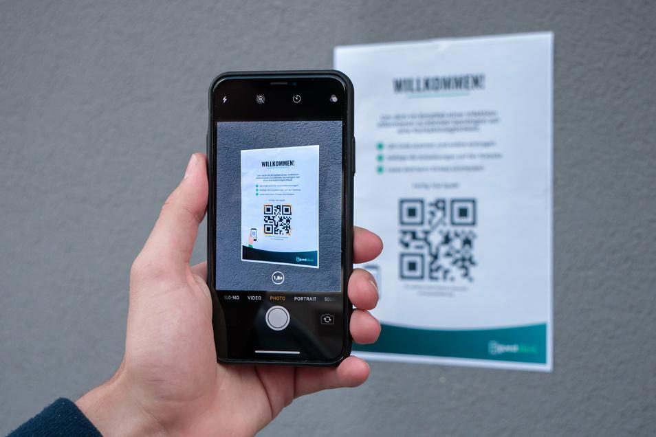 """Dank der Web-App """"Guestident"""" könnte künftig das Scannen eines QR-Codes am Einlass reichen, um Kontakte bei einem Corona-Fall nachverfolgen zu können."""