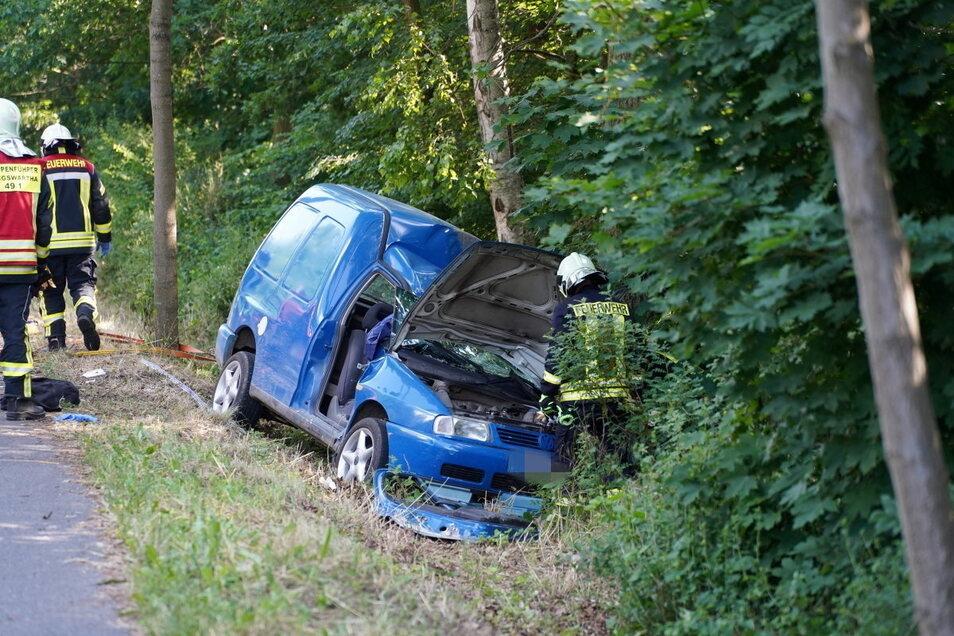 Bei einem Unfall auf der B 96 bei Königswartha kam ein Auto von der Straße ab.