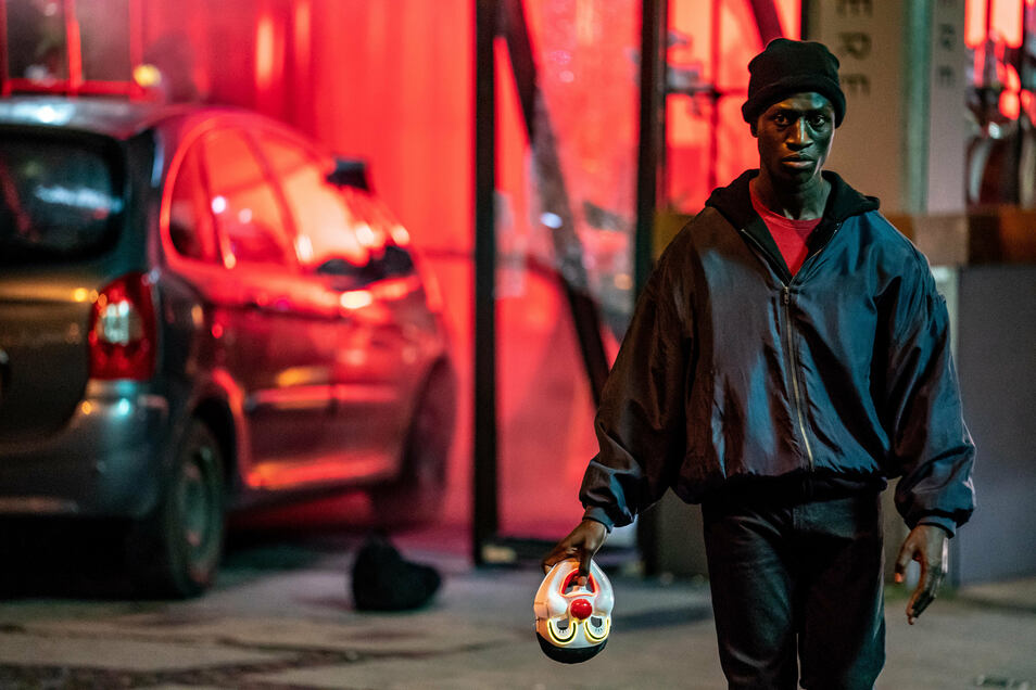 "Welket Bungue als Francis in einer Szene des Films ""Berlin Alexanderplatz""."