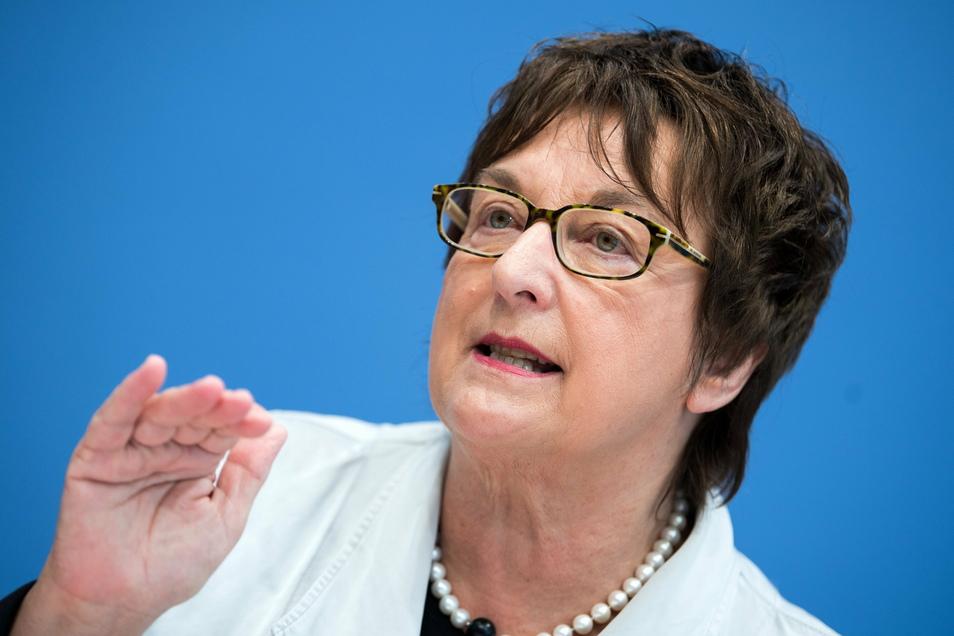 Die 22-köpfige Expertenkommission, in der unter anderem die frühere Bundesjustizministerin Brigitte Zypries (SPD) sitzt, hat den Muster-Kodex aus dem Jahr 2020 überarbeitet.