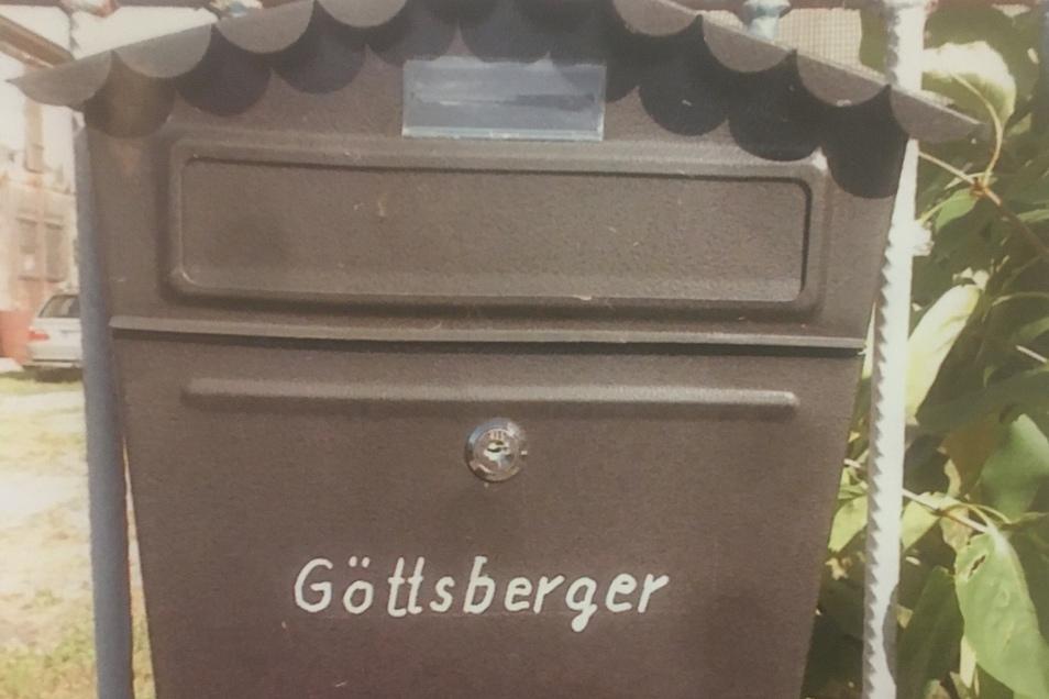 Der ominöse Briefkasten am Tor des unbewohnten Hauses mit Göttsbergers Namen darauf.