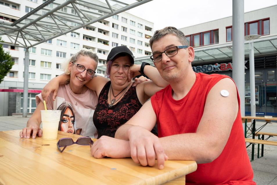 Karoline Schulze (38), Carmen Scholz (40) und Rico Petzold (41) an ihrem Stammplatz.