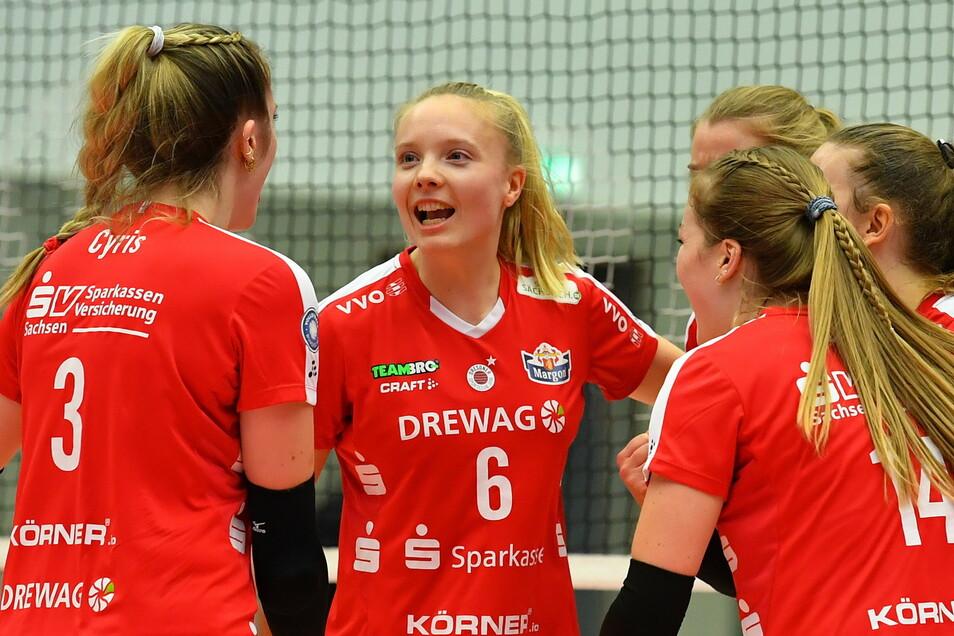Die Nationalspielerin Jennifer Janiska (M.) war eine von nur drei regulären Spielern, die der DSC gegen Erfurt anbot. Der 26-jährige Stürmer wurde später zum wertvollsten Spieler ernannt.