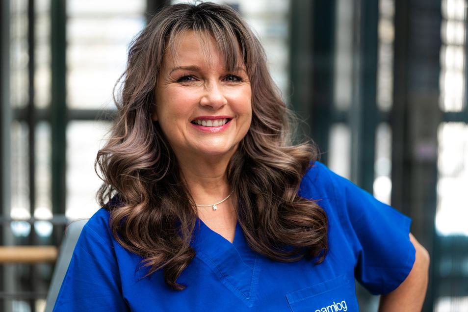 Dr. Ellen John ist Zahnärztin und Fachärztin für Mund-Kiefer-Gesichtschirurgie in Dresden.