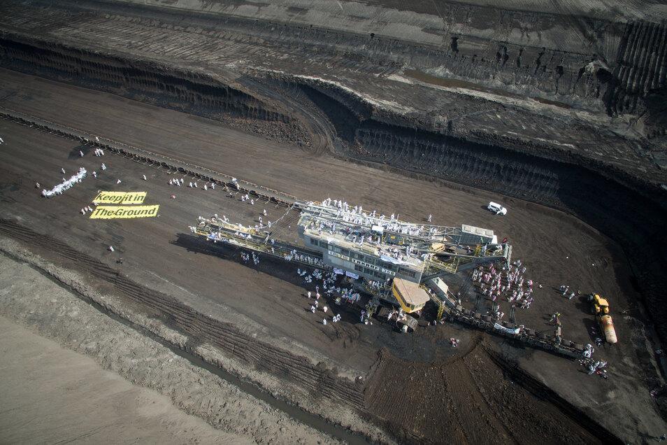 Im Juni 2019 blockierten Demonstranten den Tagebau Welzow-Süd in Brandenburg.