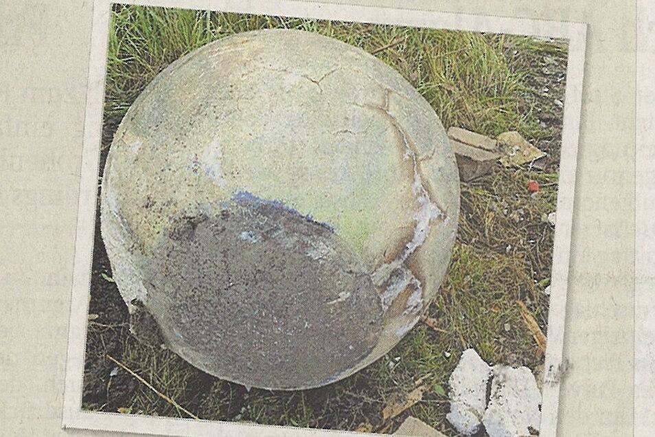 Noch bis vor drei Jahren befand sich die 800 Kilo schwere zweite Kugel hinter der Villa Fuchsbau.