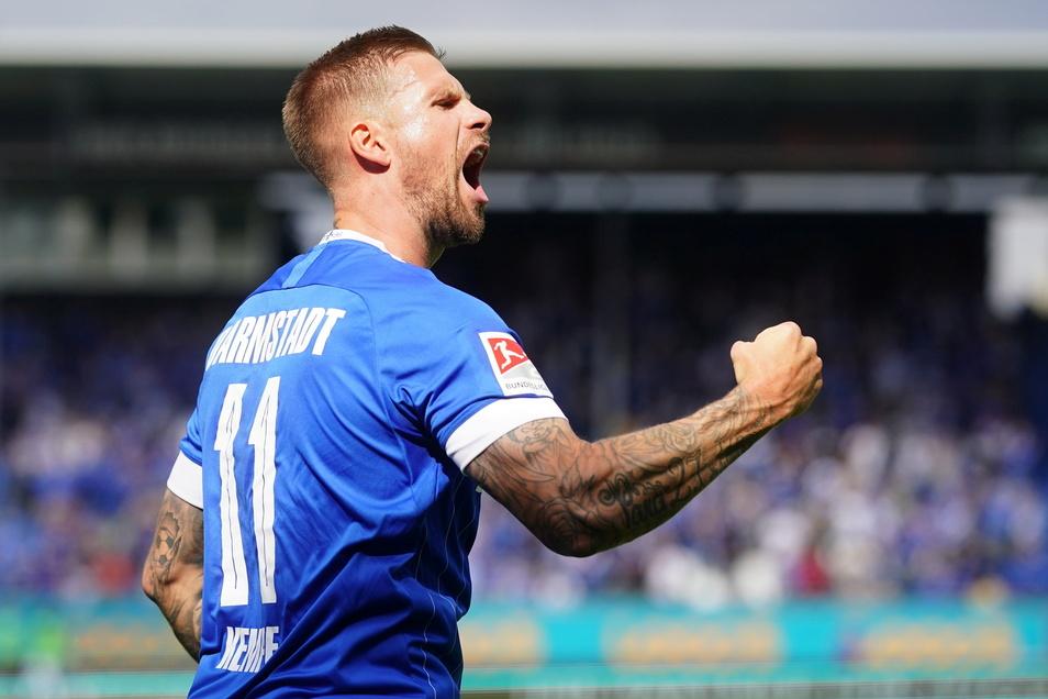 Darmstadts Tobias Kempe jubelt über seinen Tor zum 1:0. Es war sein sechster Treffer gegen seinen Ex-Verein.