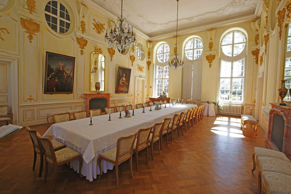 Die große Tafel im Barocksaal des Schlosses steht für Gesellschaften wie Geburtstage und Jubliäen bereit.