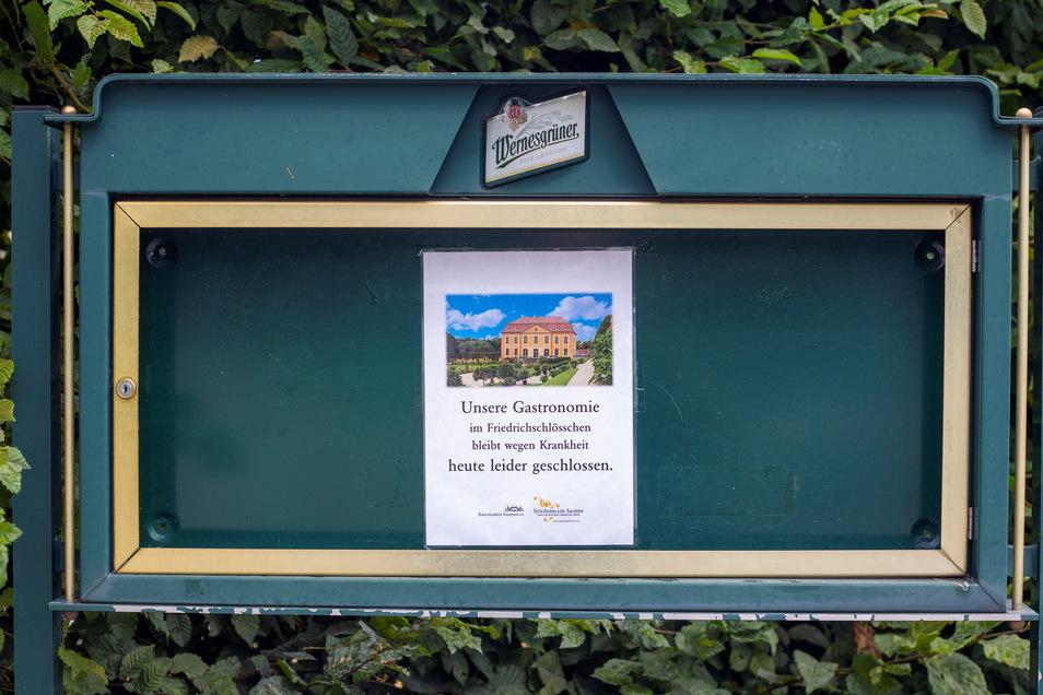 """Das ist das Schild, das der Barockgarten rausgehängt hat. Auf dem Schild der Pächter stand der wahre Grund: Personalprobleme. Weder Krankheit noch """"heute"""" sind richtig."""