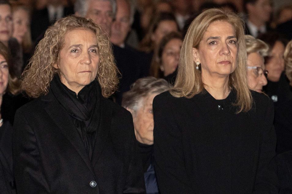 Infantin Elena (l) und Infantin Cristina von Spanien nehmen im Januar 2020 an der Trauerfeier für Infantin Pilar de Borbon in El Escorial, am Rande von Madrid, teil.