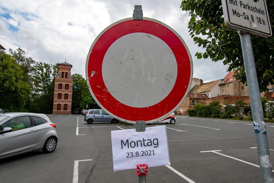 """Der Parkplatz """"Alte Feuerwache"""" am Leisniger Lindenplatz ist ab Montag gesperrt. Auch sonst gibt es Einschränkungen."""