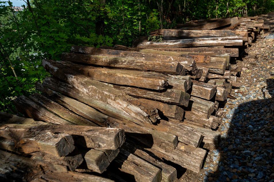 Die alten Schwellen waren marode und mussten getauscht werden - größtenteils mit einfachen Mitteln.