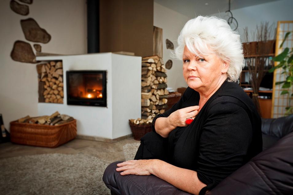 """Barbara Lange blickt auf ein bewegtes Leben zurück. Die mittlerweile fast 80-Jährige schrieb Bücher, arbeitet als Prostituierte und kam mit dem Gesetz in Konflikt. In Görlitz war sie Vorsitzende zweier Vereine, hinter denen die Stadtverwaltung eine """"borde"""