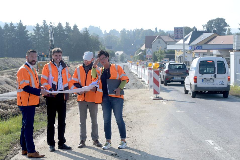 Sachsens Wirtschaftsminister Martin Dulig (SPD) hat diesen Monat auf seiner Wirtschaftstour auch Oppach besucht - hier die Baustelle auf der B96.