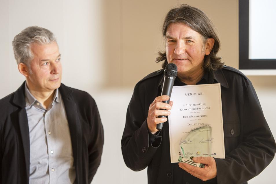 Der Preisträger Beck (re.) gemeinsam mit Peter Ufer von der Galerie Komische Meister Dresden .