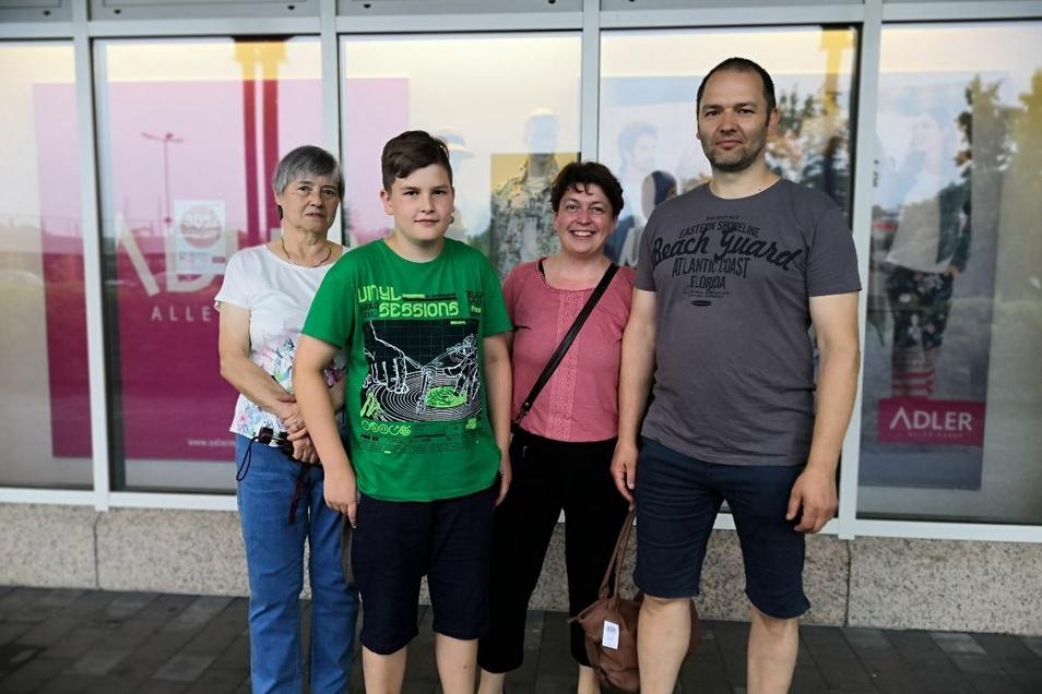 Familie Bundtke aus Bernstadt war ausgiebig shoppen im Adler. Sie bedauern die Schließung.
