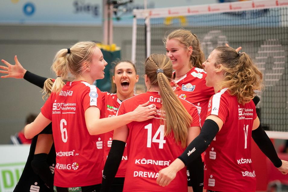 Fünf DSC-Spielerinnen jubeln, doch nur eine von ihnen hat einen Vertrag über die Saison hinaus – Jennifer Janiska (links).