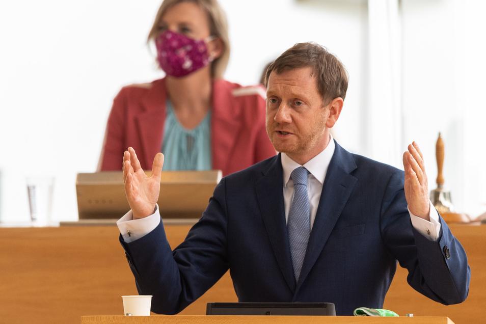 Michael Kretschmer (CDU), Ministerpräsident von Sachsen, beantwortet während der Sitzung des Sächsischen Landtages souverän die Fragen der Abgeordneten.